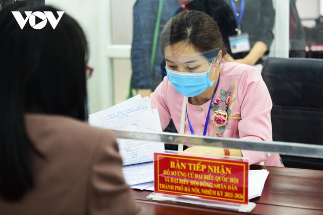 Nhiều người nhận hồ sơ tự ứng cử đại biểu Quốc hội tại Hà Nội  - Ảnh 3.