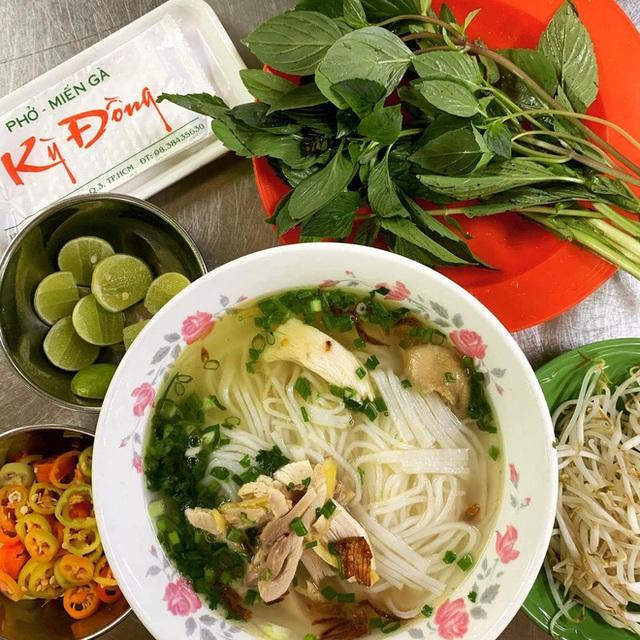 4 quán ăn núp hẻm có tuổi đời sương sương vài thập kỷ ở Sài Gòn: Ngon nức tiếng và chưa khi nào ngơi khách - Ảnh 3.
