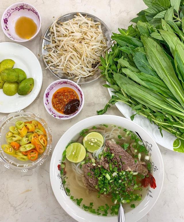 4 quán ăn núp hẻm có tuổi đời sương sương vài thập kỷ ở Sài Gòn: Ngon nức tiếng và chưa khi nào ngơi khách - Ảnh 7.
