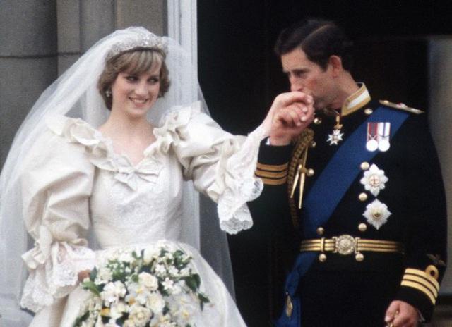 Đều thực hiện cuộc phỏng vấn rúng động hoàng gia, Meghan Markle phải cúi đầu xấu hổ trước cách ứng xử đẳng cấp của Công nương Diana - Ảnh 6.