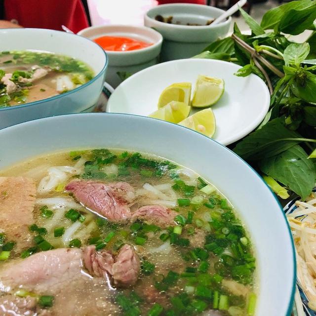 4 quán ăn núp hẻm có tuổi đời sương sương vài thập kỷ ở Sài Gòn: Ngon nức tiếng và chưa khi nào ngơi khách - Ảnh 8.