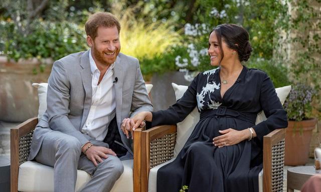 Đều thực hiện cuộc phỏng vấn rúng động hoàng gia, Meghan Markle phải cúi đầu xấu hổ trước cách ứng xử đẳng cấp của Công nương Diana - Ảnh 8.
