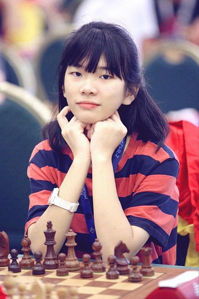 Gặp nữ sinh vô địch giải cờ vua châu Á, giành học bổng 3,3 tỷ đồng: Mình chưa hài lòng với mức điểm 7.0 IELTS - Ảnh 1.