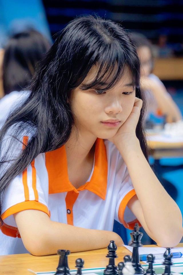 Gặp nữ sinh vô địch giải cờ vua châu Á, giành học bổng 3,3 tỷ đồng: Mình chưa hài lòng với mức điểm 7.0 IELTS - Ảnh 2.