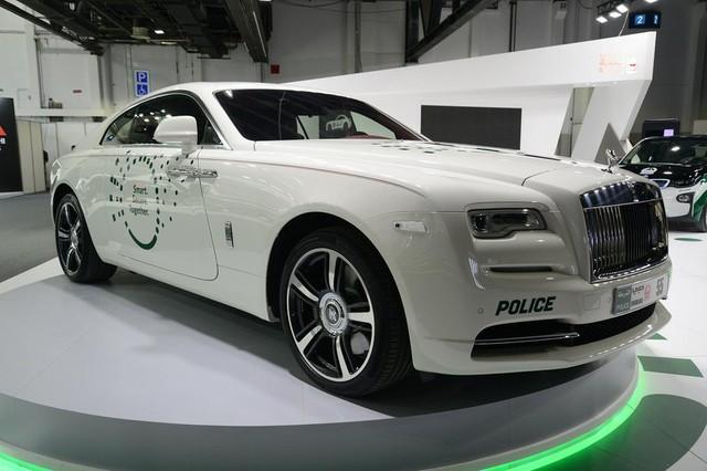 Đã mắt ngắm dàn siêu xe tuần tra của cảnh sát xứ Dubai: Toàn những cái tên đắt đỏ, tốc độ đỉnh cao đến mức tội phạm cũng khó mà chạy thoát - Ảnh 13.