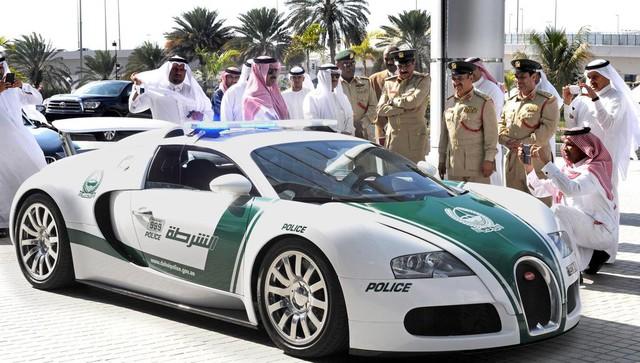 Đã mắt ngắm dàn siêu xe tuần tra của cảnh sát xứ Dubai: Toàn những cái tên đắt đỏ, tốc độ đỉnh cao đến mức tội phạm cũng khó mà chạy thoát - Ảnh 2.
