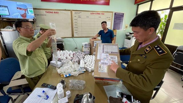 Phát hiện lô dược phẩm lớn thẩm lậu qua đường hàng không - Ảnh 1.