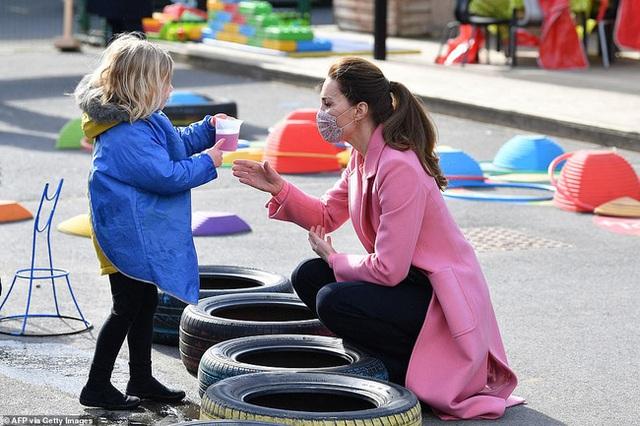 Nữ hoàng Anh và dư luận phản ứng ra sao trước lời tuyên bố đanh thép của Hoàng tử William khiến Harry phải xấu hổ? - Ảnh 3.