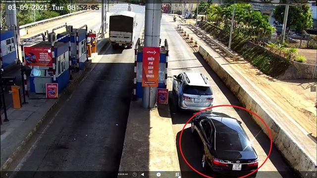 CLIP: Xế hộp xịn 3 lần trốn trạm thu phí Liên Đầm trên Quốc lộ 20  - Ảnh 2.
