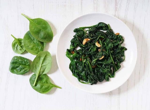 Điều gì sẽ xảy ra với cơ thể khi bạn ăn cải bó xôi đều đặn mỗi ngày? - Ảnh 1.
