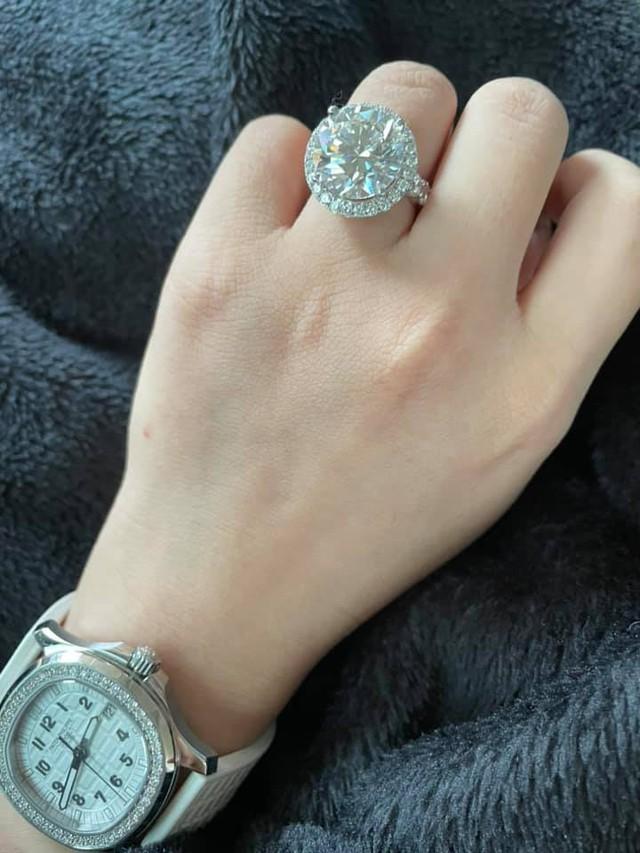 Ngọc Trinh đăng bán toàn hàng hiệu thu hút tương tác khủng trên mạng xã hội: Từ kim cương tới đồng hồ Rolex vàng nguyên khối, túi xách Hermes Birkin đều thanh lý với giá hời - Ảnh 4.