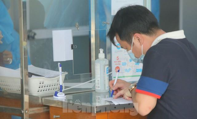 Hà Nội bắt đầu xét nghiệm sàng lọc ngẫu nhiên COVID-19 trong cộng đồng - Ảnh 1.