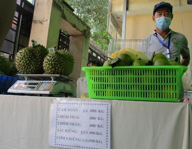 Sầu riêng trong nước khan hiếm, người Việt ăn sầu riêng ngoại cả triệu đồng/kg  - Ảnh 1.