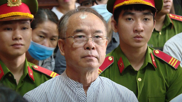 Ông Nguyễn Thành Tài hầu tòa cùng bà Dương Thị Bạch Diệp trong một vụ án chiếm đất công - Ảnh 2.