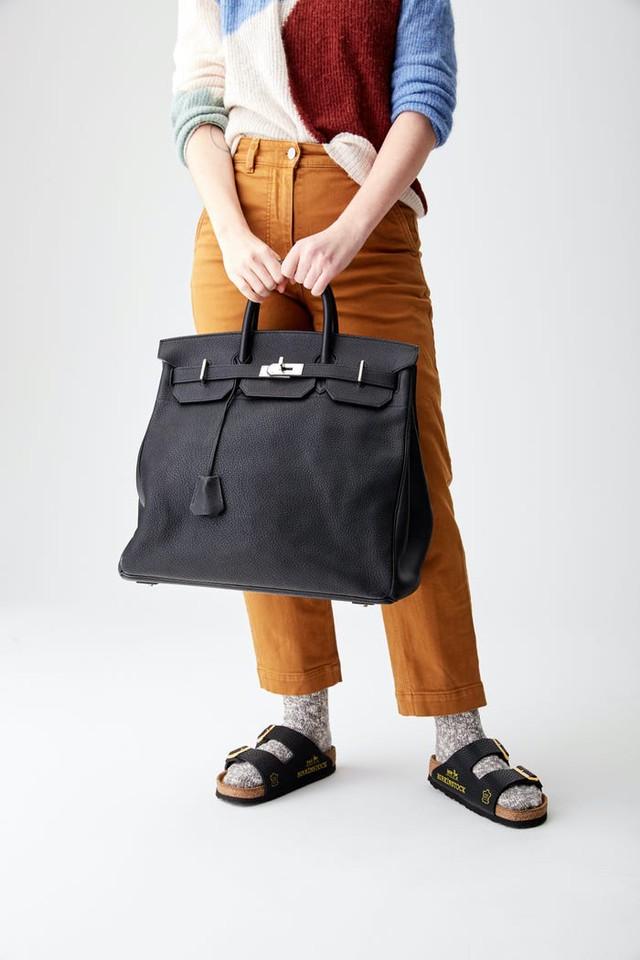 Xé toạc 4 chiếc túi Hermès Birkin để tạo ra đôi sandal đắt nhất thế giới: Ý tưởng gây tranh cãi dữ dội, nhiều NTK sợ hãi nhưng ngay lập tức có khách đặt mua?  - Ảnh 1.