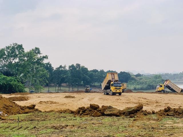 Tập đoàn dầu khí đang san nền để triển khai giai đoạn 2 tại hồ Đồng Chanh.