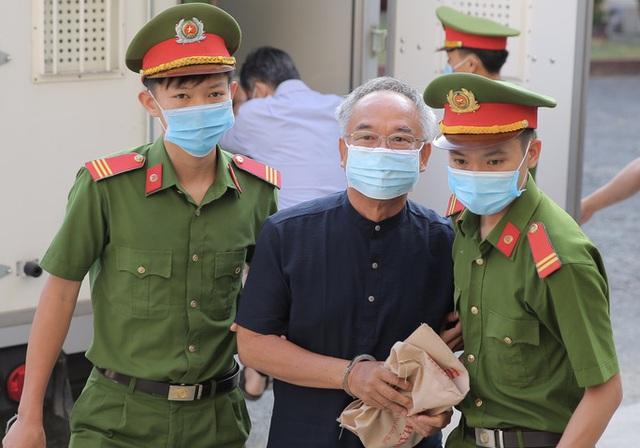 Hình ảnh đầu tiên của nữ đại gia và ông Nguyễn Thành Tài tại TAND TP HCM  - Ảnh 1.