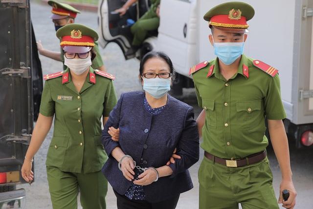 Hình ảnh đầu tiên của nữ đại gia và ông Nguyễn Thành Tài tại TAND TP HCM  - Ảnh 2.