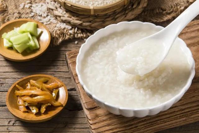 6 loại thực phẩm khiến bệnh dạ dày trở nên tệ hơn, nhiều người không biết vẫn coi như bảo bối tích trữ trong nhà - Ảnh 1.
