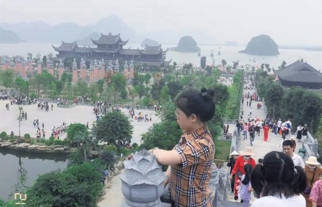 Hàng vạn du khách đổ về chùa Tam Chúc lớn nhất thế giới - Ảnh 4.