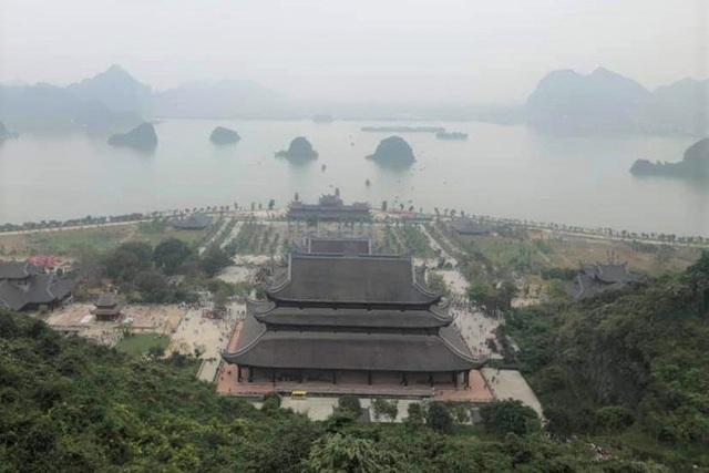 Hàng vạn du khách đổ về chùa Tam Chúc lớn nhất thế giới - Ảnh 6.