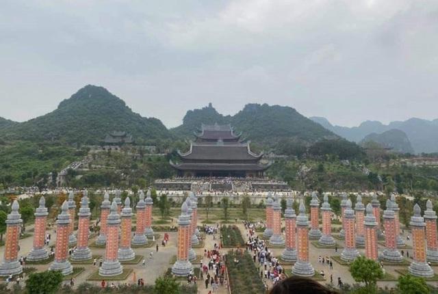 Hàng vạn du khách đổ về chùa Tam Chúc lớn nhất thế giới - Ảnh 7.