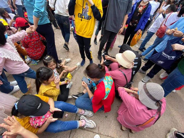 Hàng vạn du khách đổ về chùa Tam Chúc lớn nhất thế giới - Ảnh 10.