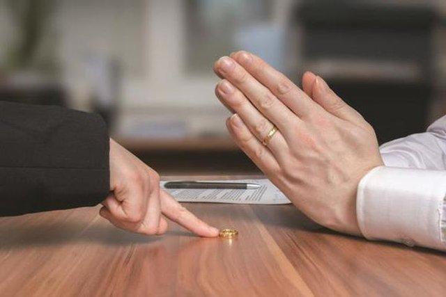 Ly hôn sau 5 năm chung sống, người vợ đòi 180 triệu bồi thường gây tranh cãi dữ dội: Không ngừng tăng trưởng giá trị cá nhân để đỡ phải tự định giá chính mình - Ảnh 1.