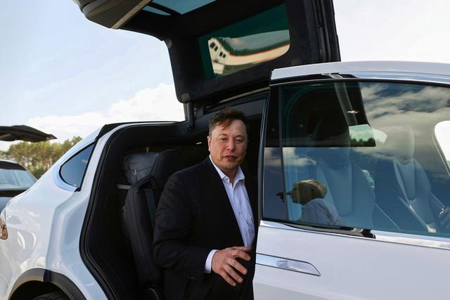 Tesla gây sốc khi đổi chức danh Giám đốc tài chính thành Bậc thầy tiền ảo - Ảnh 1.