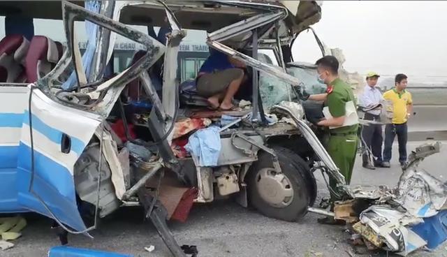 Tai nạn thảm khốc khiến 2 người tử vong, 20 người bị thương: Hành khách là người thân đi lễ đền - Ảnh 2.