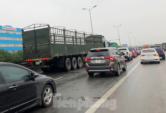 Cầu Thanh Trì ùn tắc trong ngày đầu hạ tốc độ xuống 60km/h - Ảnh 12.