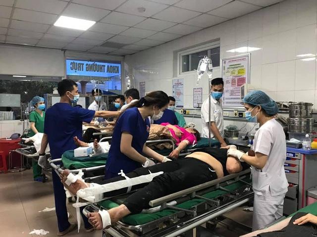 Tai nạn thảm khốc khiến 2 người tử vong, 20 người bị thương: Hành khách là người thân đi lễ đền - Ảnh 3.
