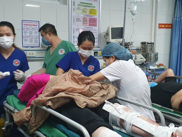Tai nạn thảm khốc giữa xe tải và xe khách, hơn 15 người thương vong - Ảnh 4.