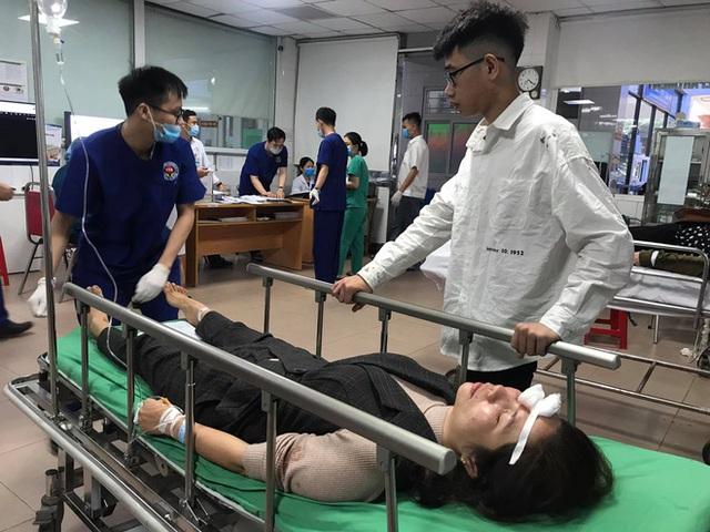 Tai nạn thảm khốc khiến 2 người tử vong, 20 người bị thương: Hành khách là người thân đi lễ đền - Ảnh 4.