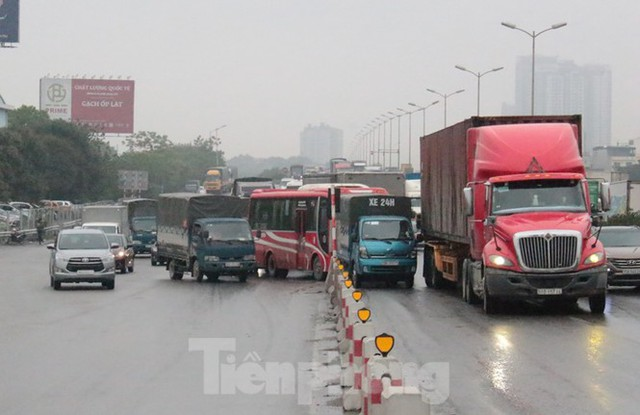 Cầu Thanh Trì ùn tắc trong ngày đầu hạ tốc độ xuống 60km/h - Ảnh 10.