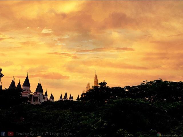 Nhìn qua tưởng khu du lịch nhưng hóa ra là... một trường đại học của Việt Nam: Toàn lâu đài trắng như bên trời Âu, bên trong có hẳn công viên giải trí cực hoàng tráng - Ảnh 8.