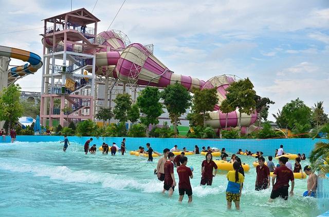 Nhìn qua tưởng khu du lịch nhưng hóa ra là... một trường đại học của Việt Nam: Toàn lâu đài trắng như bên trời Âu, bên trong có hẳn công viên giải trí cực hoàng tráng - Ảnh 9.