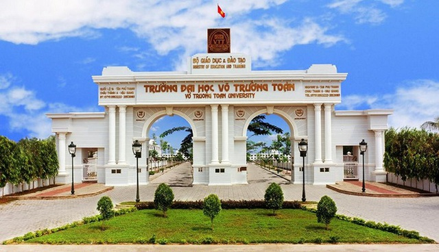 Nhìn qua tưởng khu du lịch nhưng hóa ra là... một trường đại học của Việt Nam: Toàn lâu đài trắng như bên trời Âu, bên trong có hẳn công viên giải trí cực hoàng tráng - Ảnh 1.