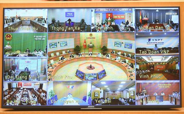 Thủ tướng Nguyễn Xuân Phúc chủ trì họp trực tuyến toàn quốc về COVID-19 - Ảnh 1.