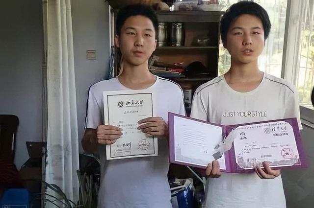 Hai anh em đỗ đại học TOP 1 châu Á, báo chí kéo đến nhà phỏng vấn rầm rộ, bà mẹ nói đúng 1 câu mà ai cũng gật gù tâm đắc - Ảnh 1.