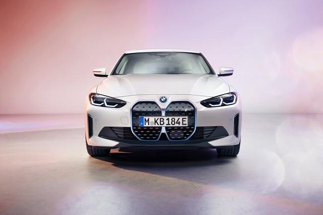 BMW tung sedan chạy điện i4: Một lần sạc chạy được gần 500km, có khả năng tăng tốc từ 0 - 100km/h chỉ trong 4 giây - Ảnh 1.