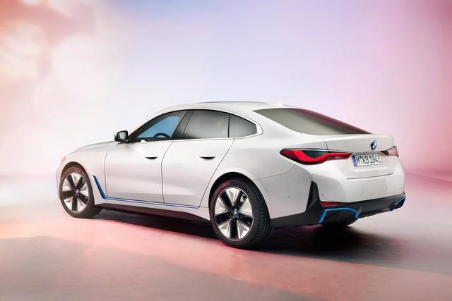 BMW tung sedan chạy điện i4: Một lần sạc chạy được gần 500km, có khả năng tăng tốc từ 0 - 100km/h chỉ trong 4 giây - Ảnh 2.