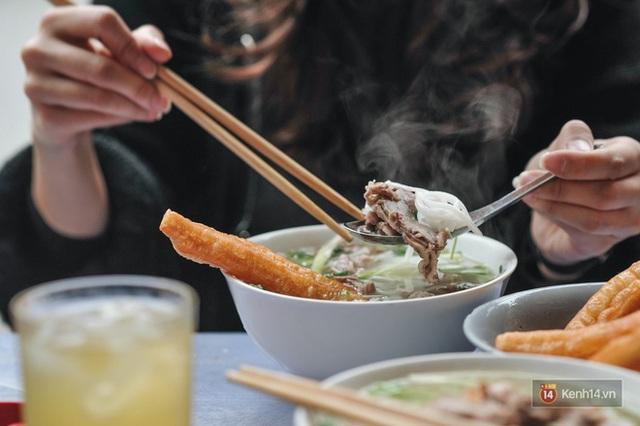 Các điểm đến có nền ẩm thực đặc sắc nhất Việt Nam: Hà Nội và Sài Gòn lọt top, loạt vùng biển cũng được kể tên - Ảnh 1.