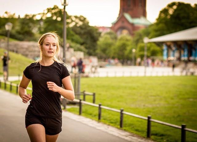 Quy trình 40 phút buổi sáng đơn giản giúp bạn thay đổi hoàn toàn cuộc sống: Thực hiện đủ 5 điều này để nạp năng lượng tích cực cho cả thể chất lẫn tinh thần - Ảnh 2.