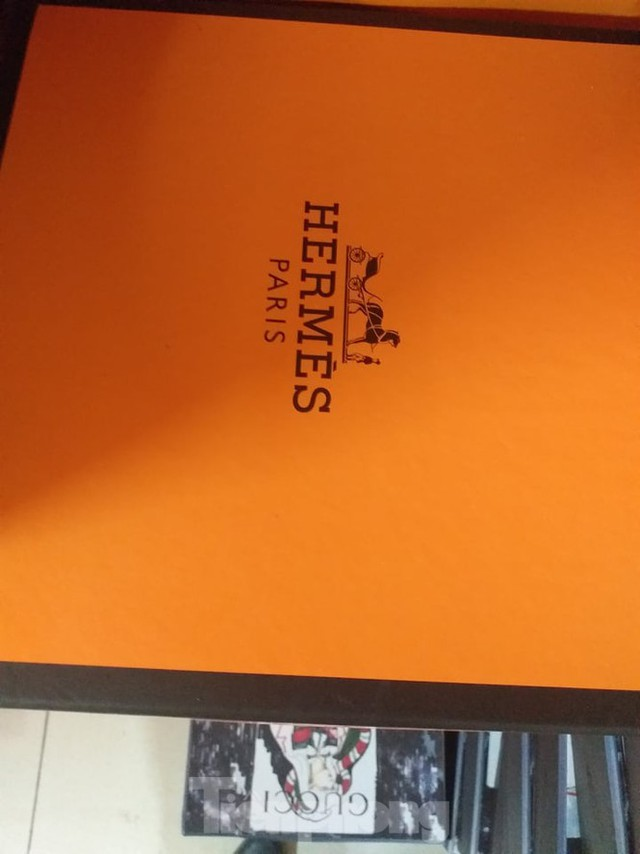 Cận cảnh kho hàng giả thương hiệu Hermès 'khủng' nhất miền Bắc - Ảnh 2.