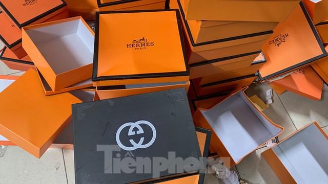 Cận cảnh kho hàng giả thương hiệu Hermès 'khủng' nhất miền Bắc - Ảnh 3.