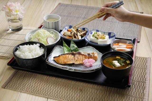 6 thói quen nguy hại khi ăn cơm người Việt cần thay đổi ngay vì khiến cân nặng tăng nhanh chóng lại còn rước đủ thứ bệnh - Ảnh 6.