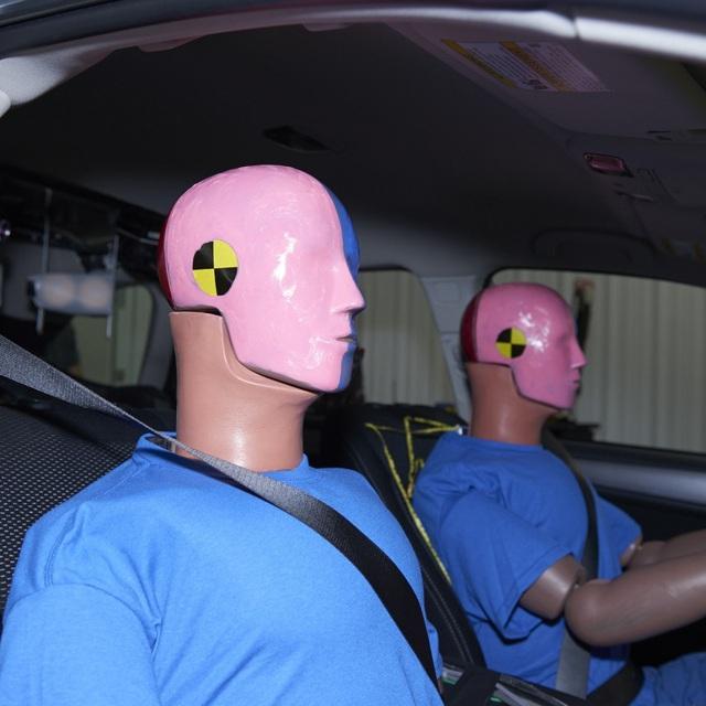 So với nam giới, phụ nữ có nguy cơ thương vong khi gặp tai nạn xe hơi cao hơn tới 73% - Ảnh 3.