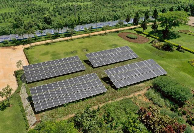 Đầu tư hệ thống điện mặt trời tại toàn bộ các trang trại, Vinamilk đẩy mạnh năng lượng bền vững - Ảnh 1.