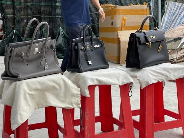 Chủ kho hàng giả nhãn hiệu Hermès khủng nhất miền Bắc dùng chiêu ve sầu thoát xác để qua mắt lực lượng chức năng - Ảnh 2.